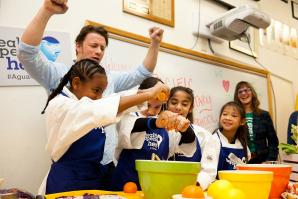 Jaimie Oliver cooks with students at Pacific Elementary School