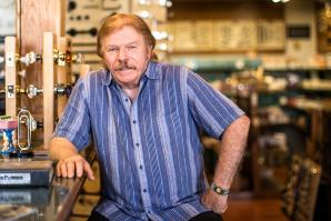 """Bryan """"Mac"""" McIntire plans to close his Mac the Antique Plumber store and switch to an all-internet business model."""