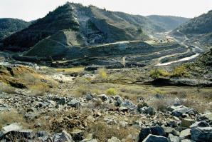 The proposed site for the Auburn dam in December 2003, prior to the riverbed restoration that returned the river to its original course. 